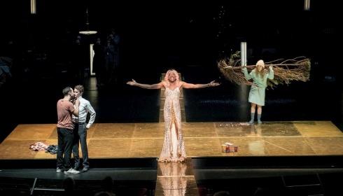 Toneelhuis twee keer geselecteerd voor Nederlands Theaterfestival!
