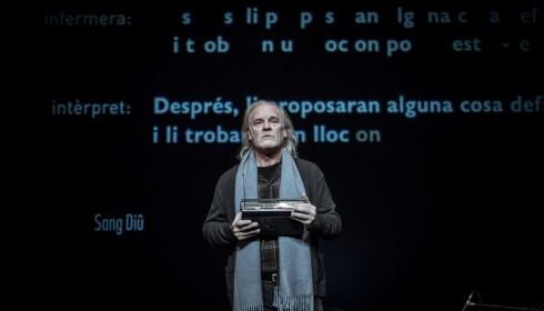 Lluis Homar genomineerd voor Spaanse toneelprijzen met 'Het kleine meisje van meneer Linh'!